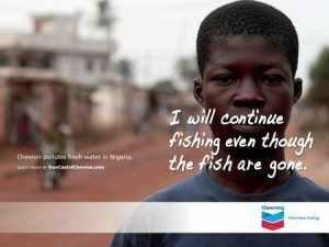 Anunci de ChevWrong, denunciant la contaminació marina a Nigèria.