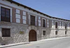 La bodega és una casa noble castellana del segle XVII.