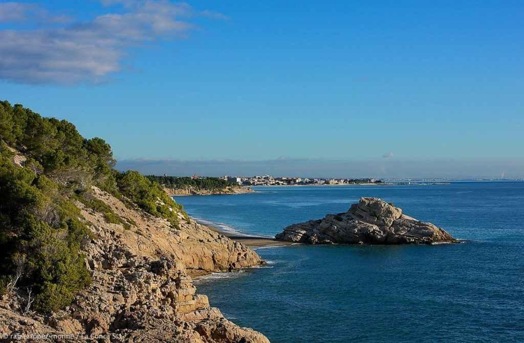L'illot i del Torn vist des de l'Estufidor. Espai d'Interés Natural la Rojala platja del Torn.Hospitalet de l'Infant i Vandellòs, Baix Camp, Tarragona